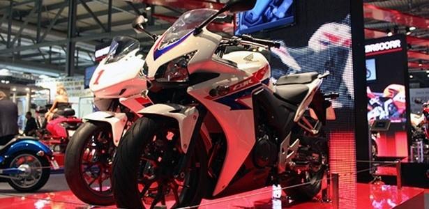 CBR 500 R (foto), CB 500 F (naked) e CB 500 X são as principais novidades da Honda no evento