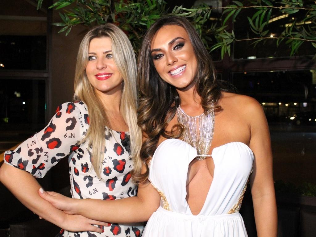 Íris Stefanelli e Nicole Bahls durante festa de lançamento da grife FXB by Nicole Bahls, com show da dupla Marcos & Claudio, no Maevva, localizado no bairro do Itaim Bibi, em São Paulo. O vestido branco que ela usou no evento e outras peças foram desenhadas por ela (12/11/12)