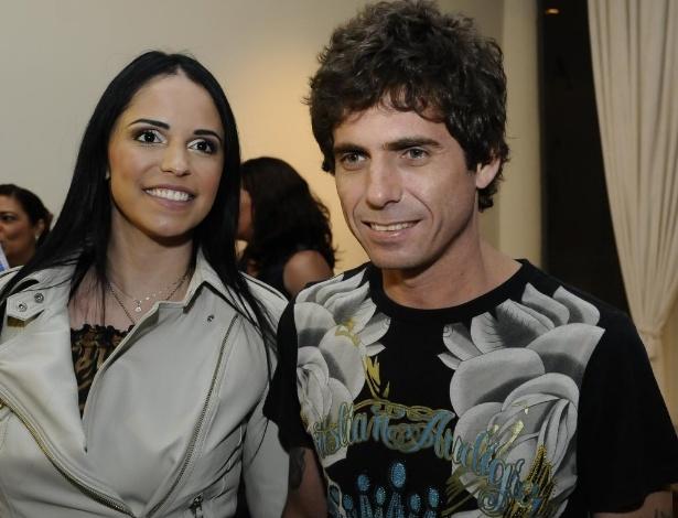 Larissa Lopes e o cantor Hudson no show de Zezé Di Camargo e Luciano em São Paulo (21/10/2010)