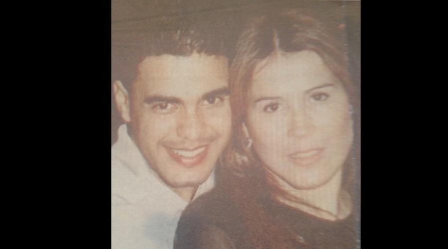 Zilu divulgou por meio de sua página do Instagram uma imagem onde aparece abraçada ao ex-marido, o cantor Zezé di Camargo (13/11/12)