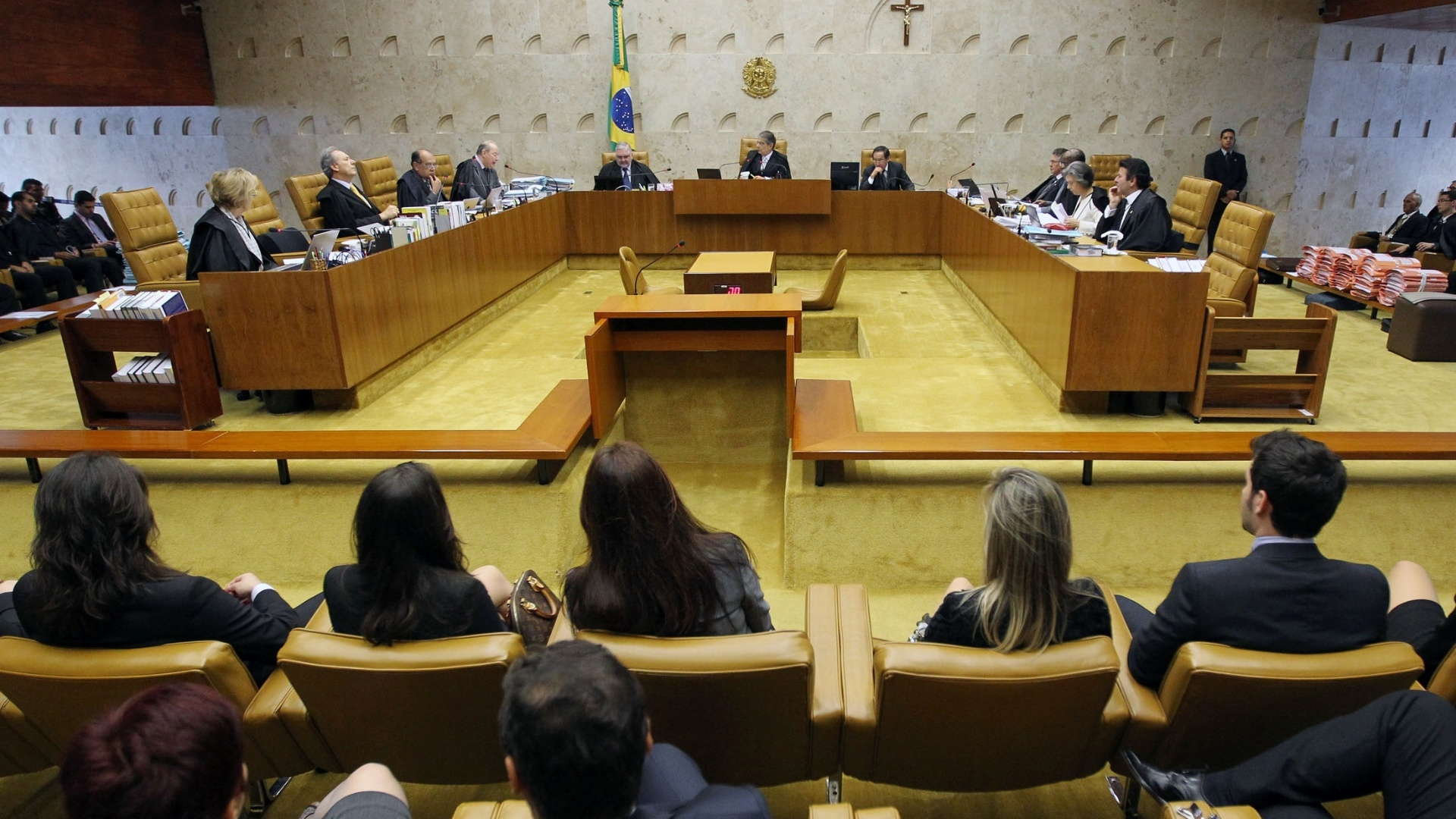 14.nov.2012 - Advogados e pblico acompanham sesso de julgamento do mensalo no Supremo Tribunal Federal que define pena para ex-dirigentes do Banco Rural