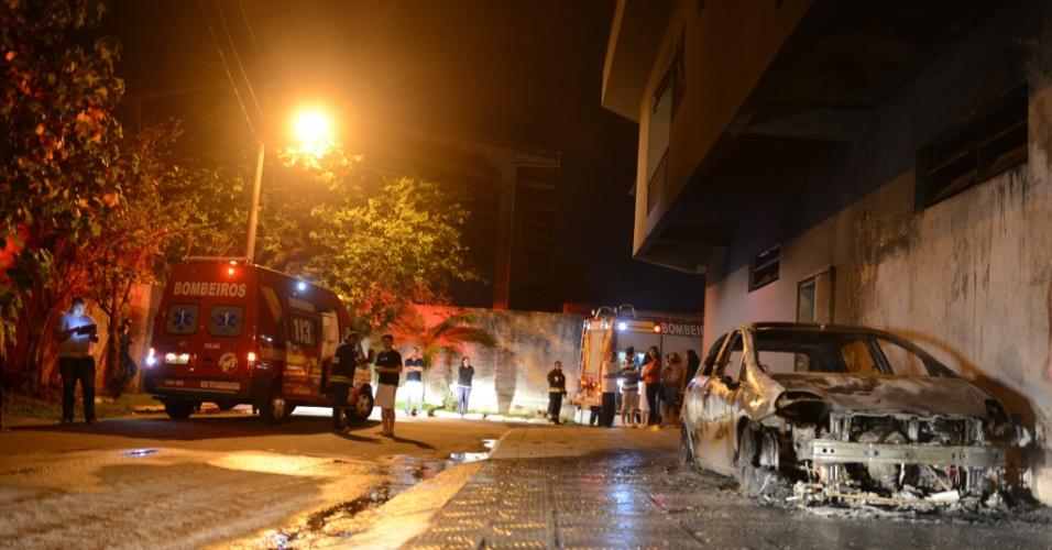 14.nov.2012 - Em Itajaí, no litoral norte do Estado, cinco veículos foram incendiados em menos de três horas
