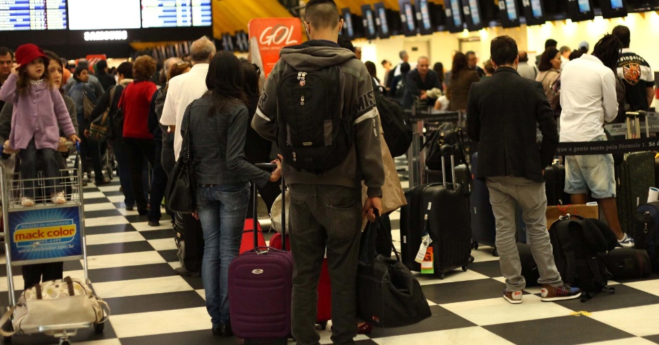 14.nov.2012 - Movimentação no aeroporto de Congonhas, na zona sul de São Paulo, na manhã desta quarta-feira (14), véspera de feriado prolongado