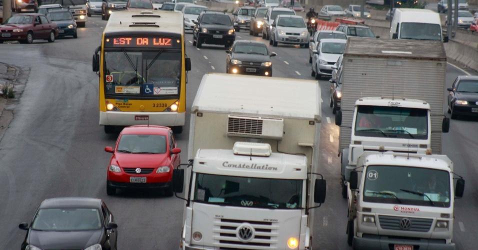 14.nov.2012 - Trânsito na marginal Tietê, altura da ponte das Bandeiras, sentido Rodovia Castello Branco em São Paulo, nesta quarta-feira (14)