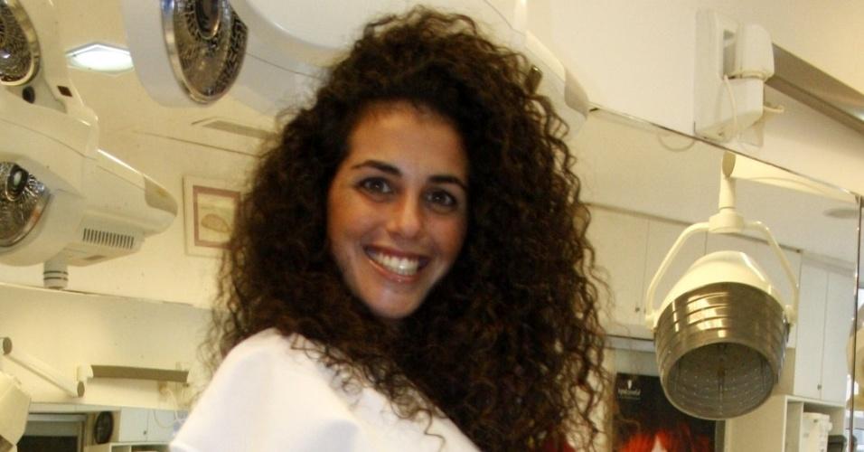 """A espanhola Noemí, que participou do """"BBB12"""", posa para foto em salão de cabelereiro no Rio de Janeiro (14/11/12) Participante do """"Gran Hermano"""" da Espanha, ela esteve na casa do reality brasileiro por uma semana quando viveu um affair com o caubói Fael, que venceu o programa"""