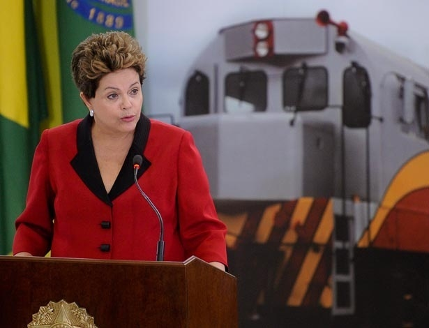 A presidente Dilma Rousseff fala sobre a abertura das consessões de ferrovias no Brasil