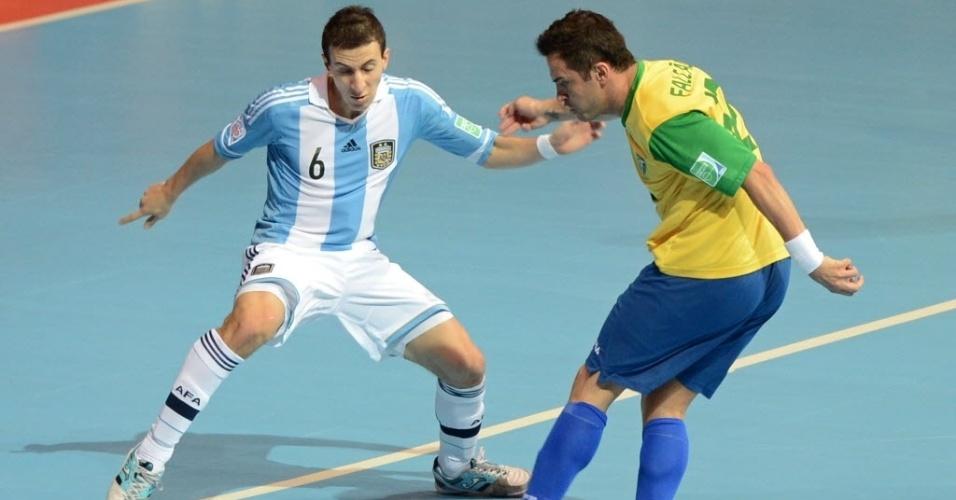 Falcão bate para fazer o segundo gol do Brasil, que levou o jogo contra a Argentina para a prorrogação