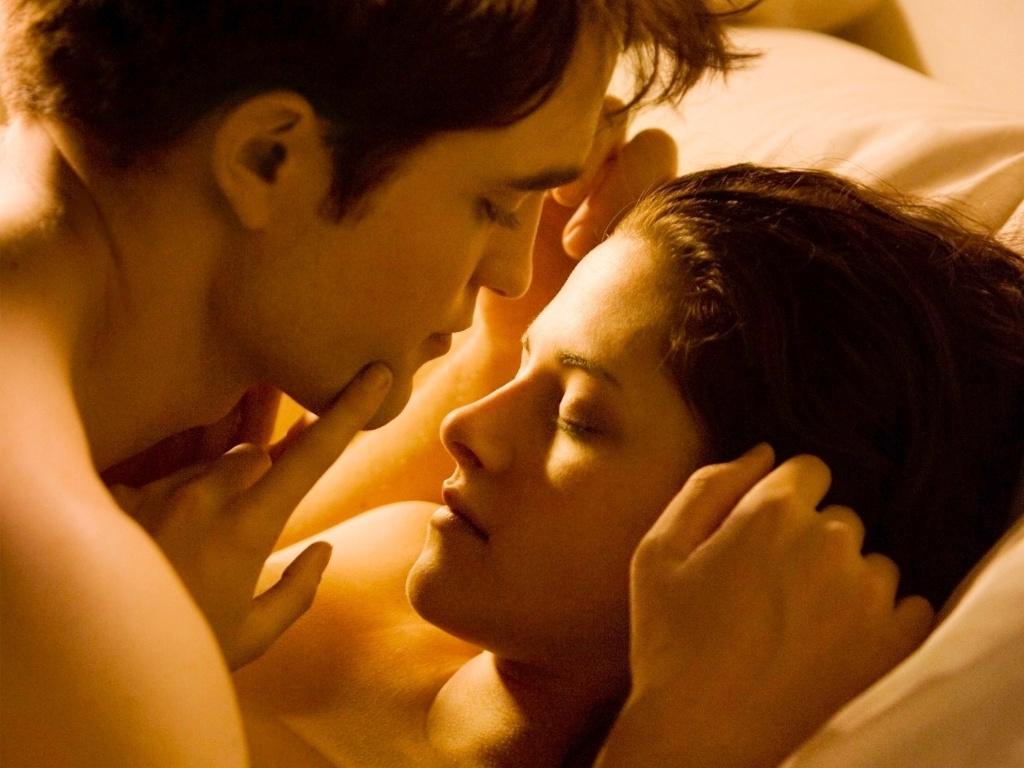 Kristen Stewart e Robert Pattinson em cena de