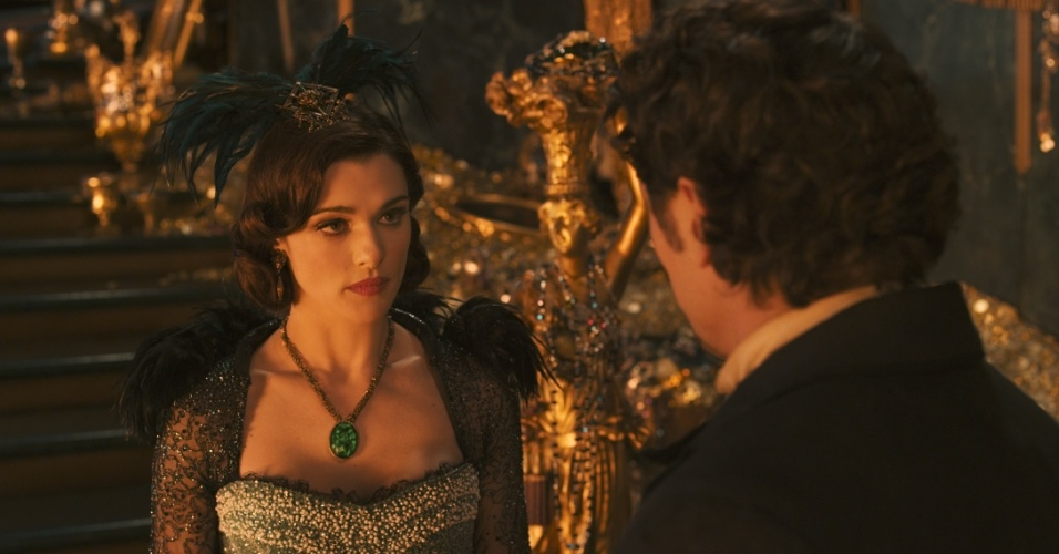 """Rachel Weisz e James Franco em cena de """"Oz: Mágico e Poderoso"""", de Sam Raimi"""