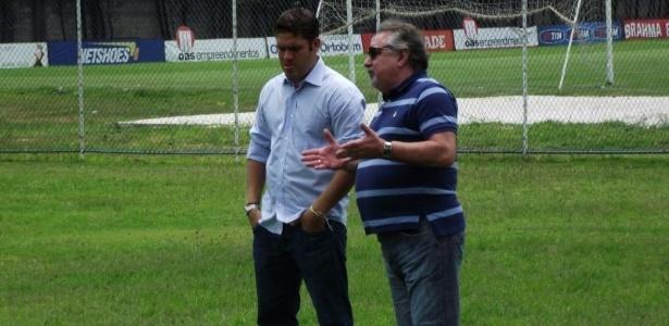 Presidente Marcelo Guimarães Filho e gestor de futebol Paulo Angioni acompanham treino do Bahia no Fazendão (14/11/2012)