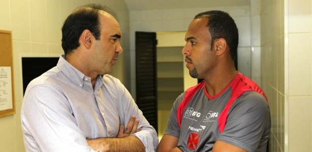 Ricardo Gomes e Alecsandro conversam em São Januário, antes da apresentação do novo diretor técnico do Vasco