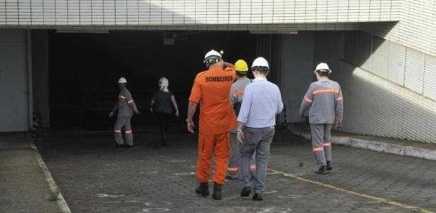 A explosão de dois transformadores no subsolo do prédio do Ministério do Esporte matou um funcionário