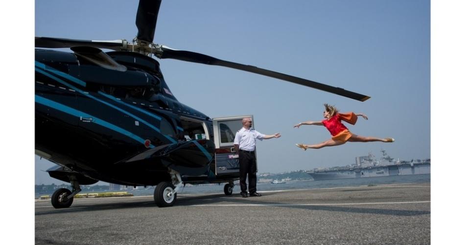 15.nov.2012 - Fotos inusitadas mostram dançarinos no cotidiano de grandes cidades