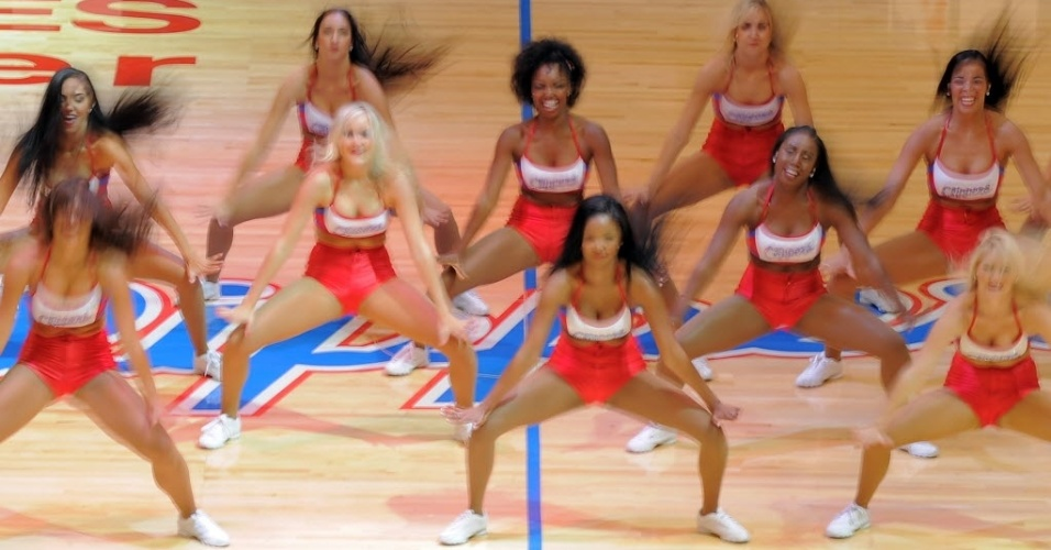 Cheerleaders do Los Angeles Clippers dançam durante intervalo da partida entre o time da casa e o Miami Heat