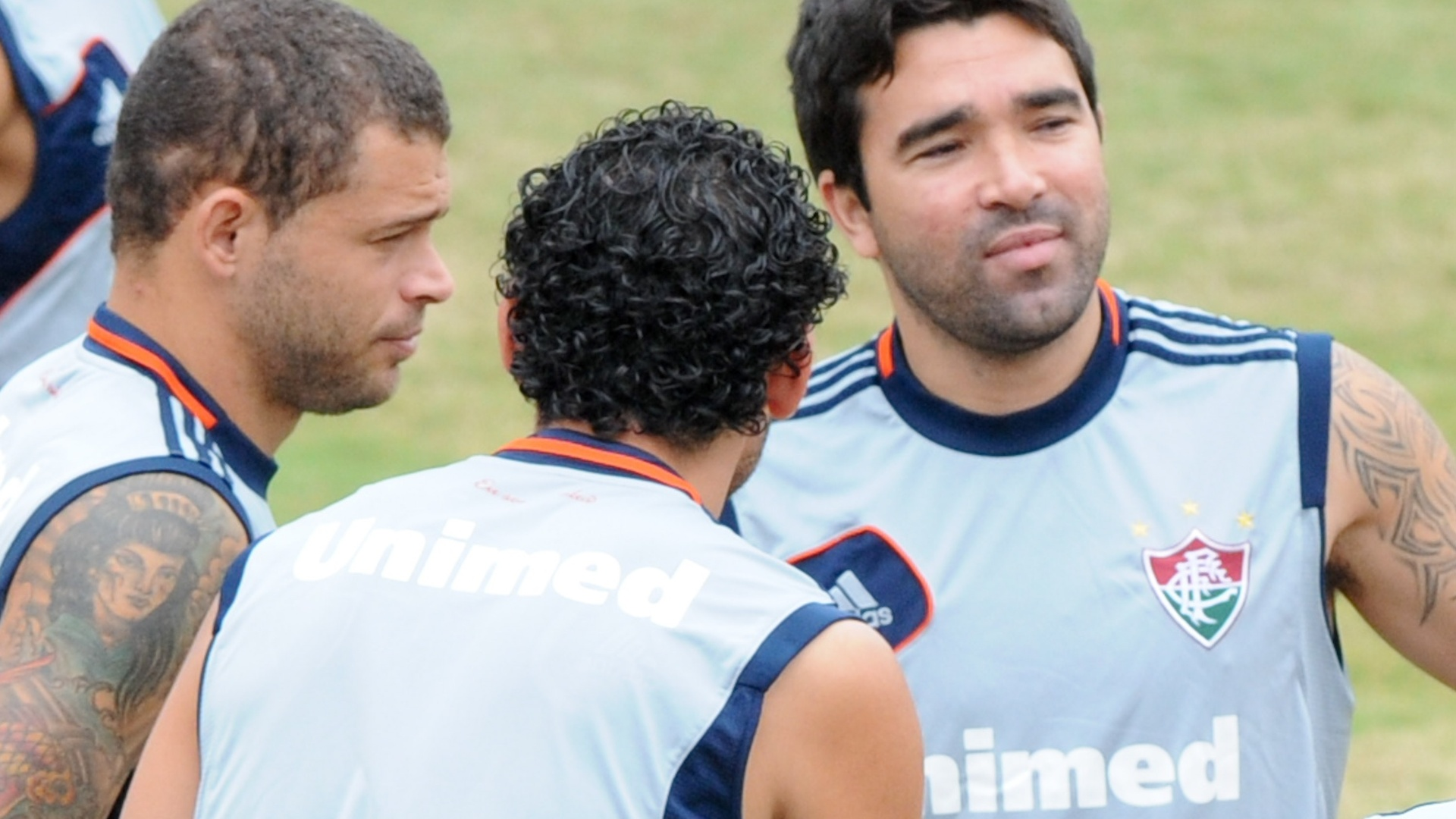 Edinho, Fred e Deco conversam antes de treinamento do Fluminense