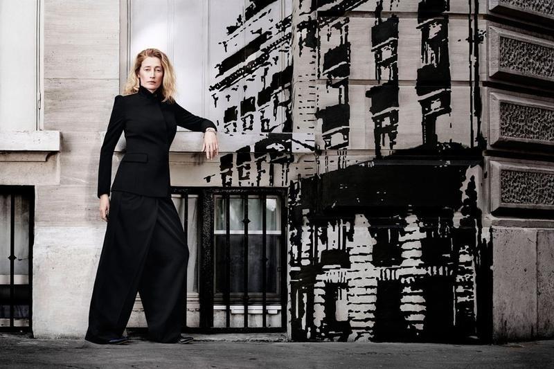 Novembro: Marie-Sophie Wilson posa para Sam Taylor-Wood na campanha da coleção da Margiela para a rede fast-fashion H&M. O styling foi assinado por Sabina Schreder