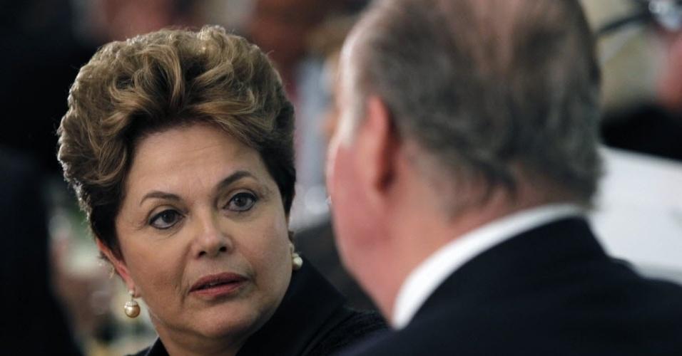 16.nov.2012 - A presidente Dilma Rousseff participa de jantar com o rei da Espanha, Juan Carlos, e membros da Cúpula Ibero-Americana de Chefes de Estado e Governo, em Cádiz, no sul do país, nesta sexta-feira (16)