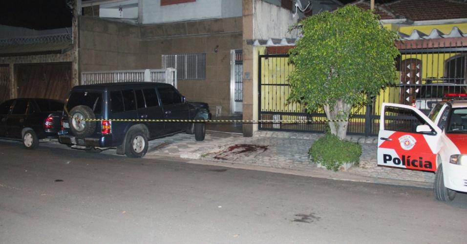 16.nov.2012 - Policial civil reage a uma tentativa de assalto e, após troca de tiros, deixa um suspeito ferido, no parque São Jorge, zona leste de São Paulo