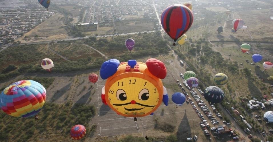 16.nov.2012 - Teve início nesta sexta-feira (16) o Festival Internacional de Balão em Leon, no México