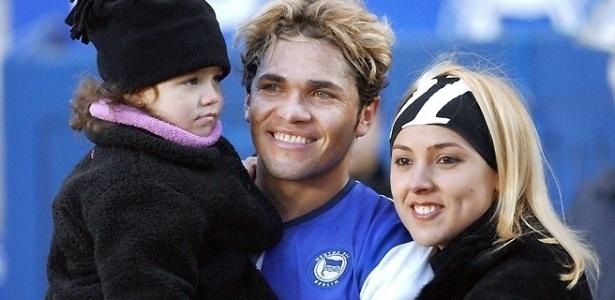 Alex Alves, na época em que jogava no Hertha Berlin, da Alemanha, posa para foto com sua filha Natália e com sua mulher