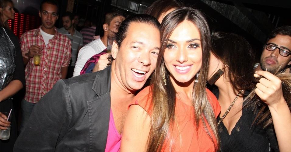 Nicole Bahls comemora seu aniversário em boate do Rio de Janeiro ao lado do promoter David Santiago (15/11/12)