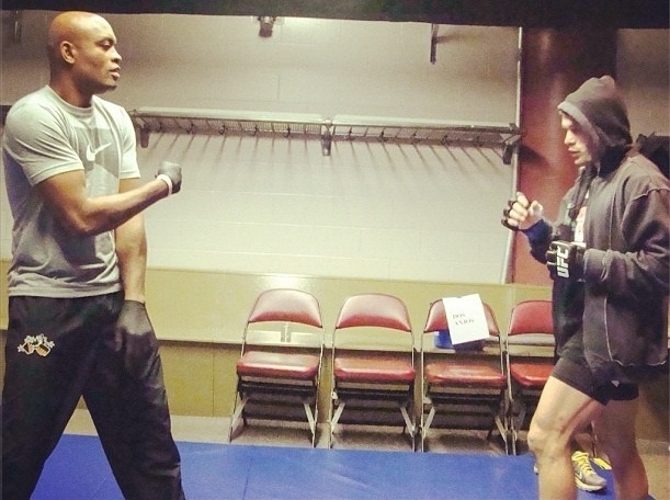 Brasileiro Rodrigo Damn treina com Anderson Silva antes de combate; Spider ficou no crner do compatriota