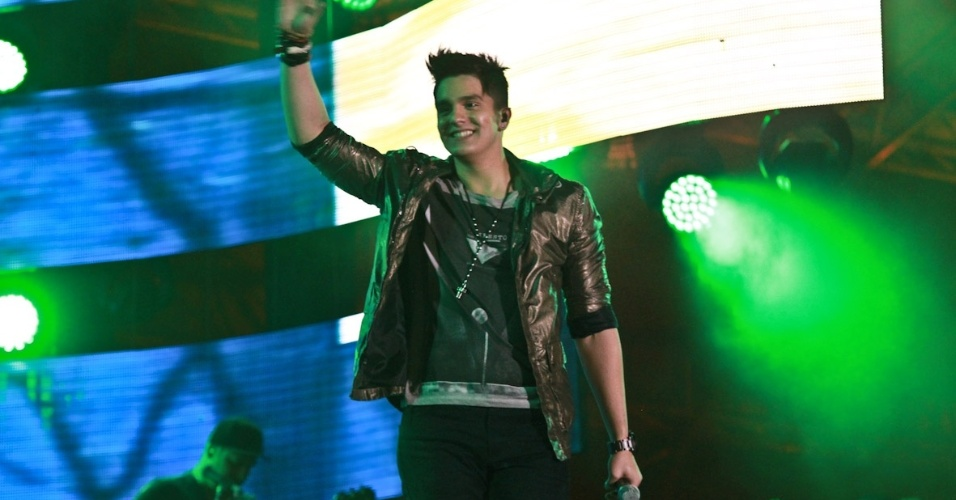 Luan Santana se apresenta na primeira noite do Caldas Country Show, em Caldas Novas (16/11/2012)