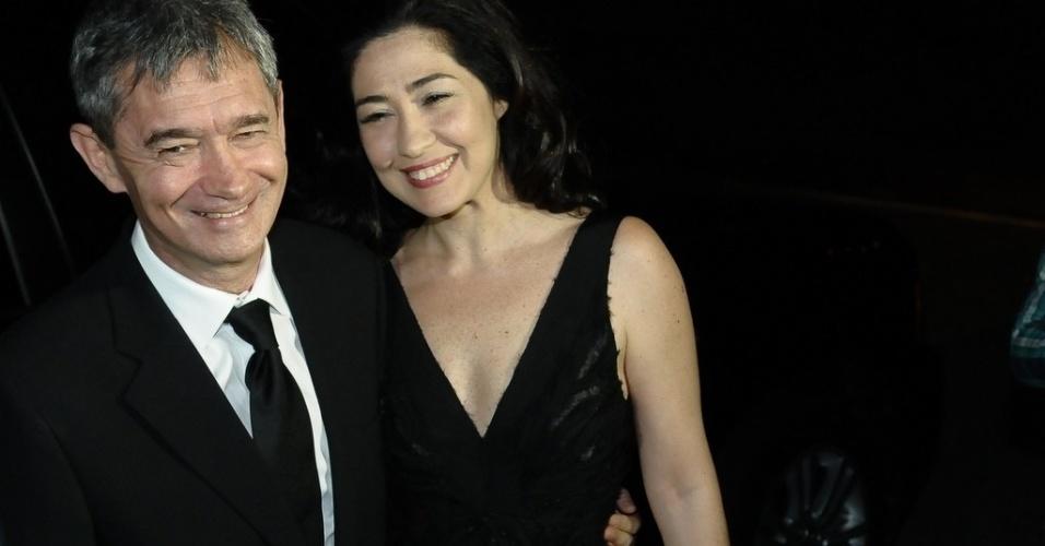 Serginho Groisman e a mulher Fernanda Molina chegam para o casamento de Tiago Leifert, em São Paulo (17/11/12)