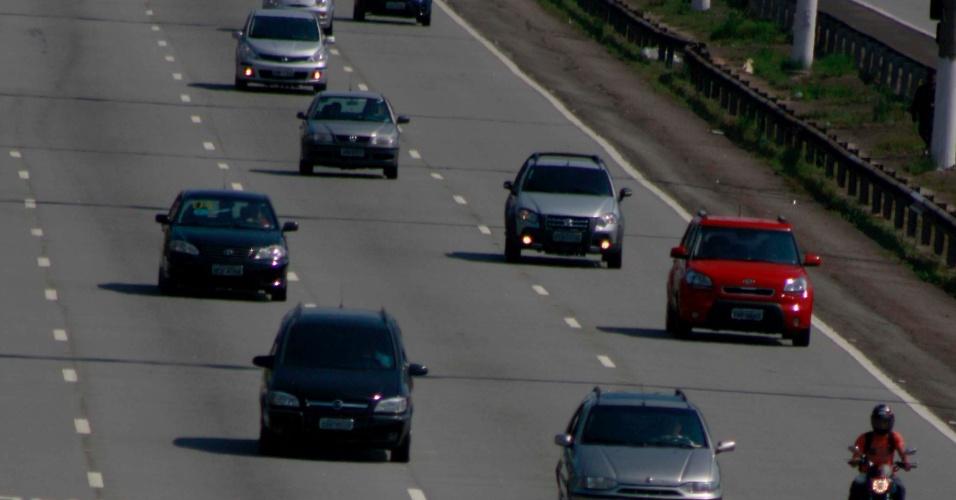 18.nov.2012 - Motorista encontra 5 km de lentidão (do km 33 ao km 28) na rodovia dos Imigrantes, sentido São Paulo (SP), neste domingo (18), na volta do feriado prolongado da Proclamação da República