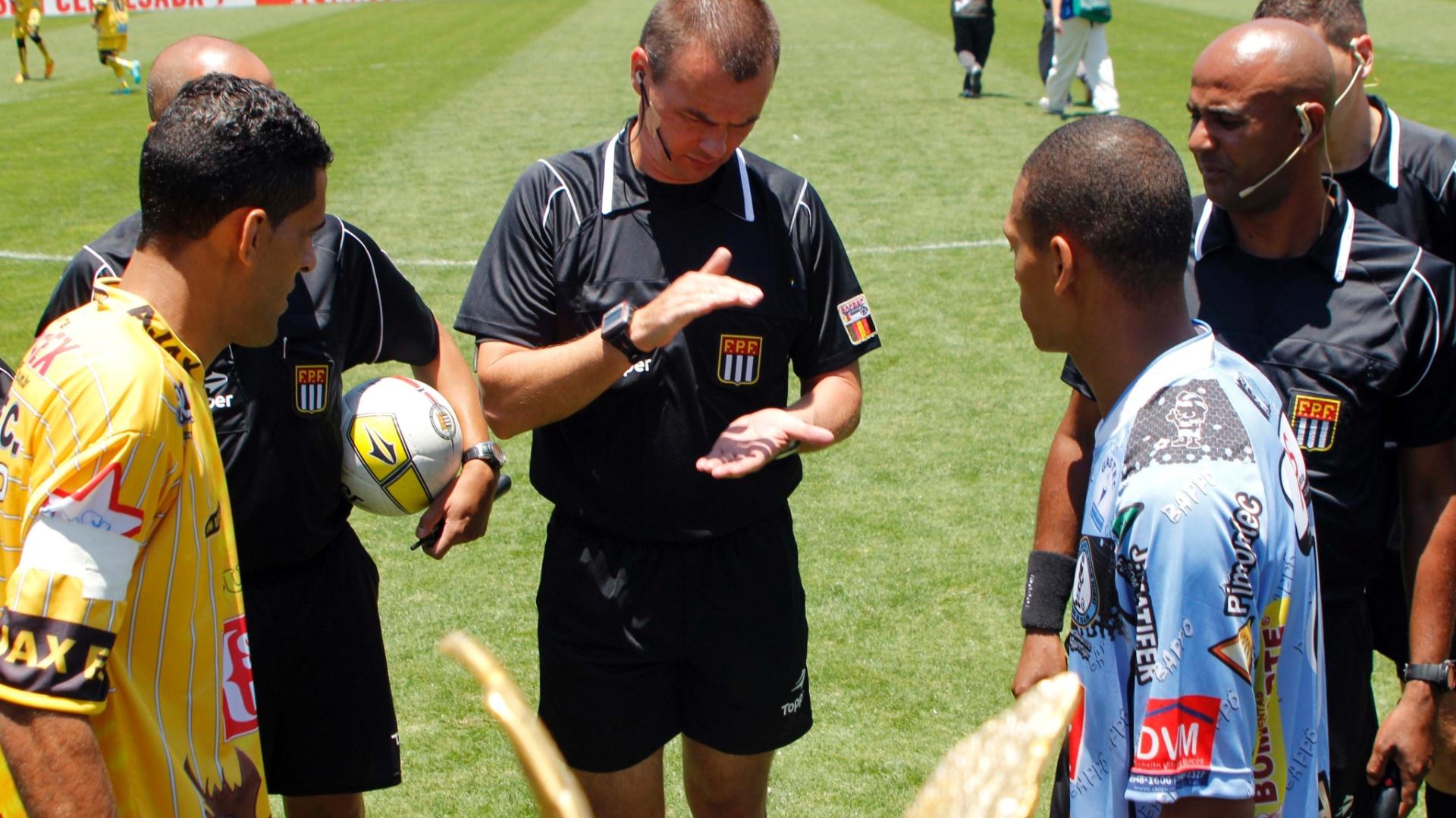 Leandro Vuaden, árbitro FIFA, foi o responsável por apitar a final da Copa Kaiser entre Ajax e Turma do Baffô