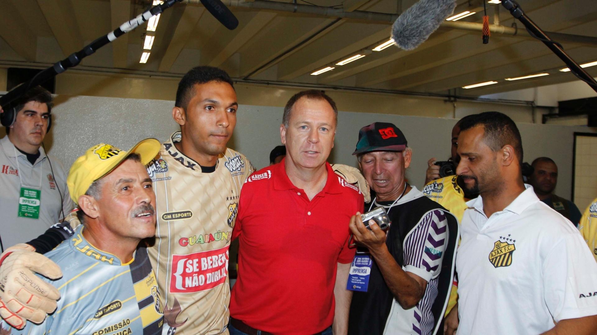 Mano Menezes prestigiou a final da Copa Kaiser, no Pacaembu