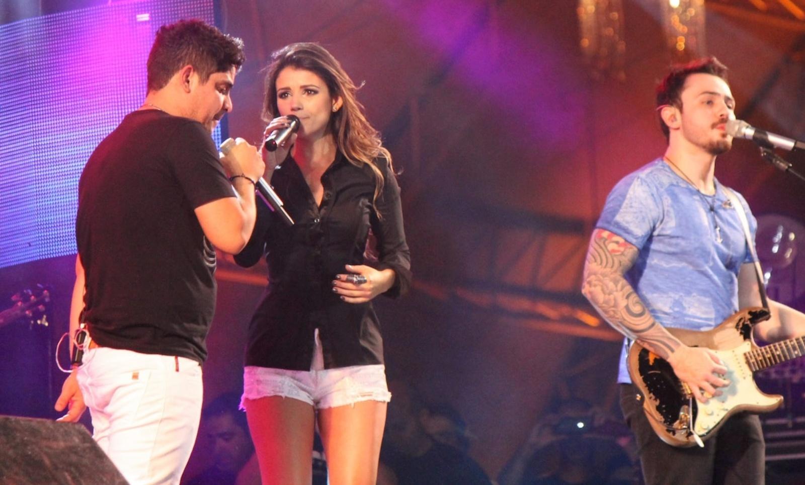 Paula Fernandes faz participação especial no show de Jorge e Mateus no