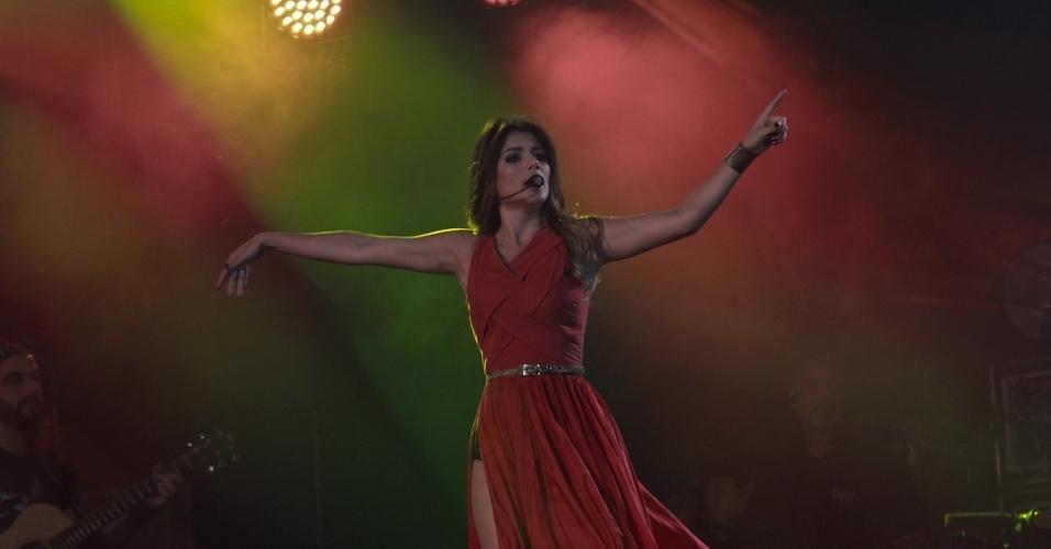 Paula Fernandes se apresenta na segunda noite do Caldas Country Show, em Caldas Novas (17/11/2012)