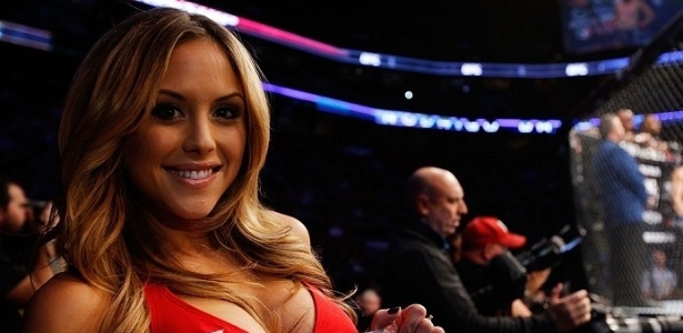 Ring girl Brittney Palmer, uma das musas do UFC, posa para foto durante evento no Canad