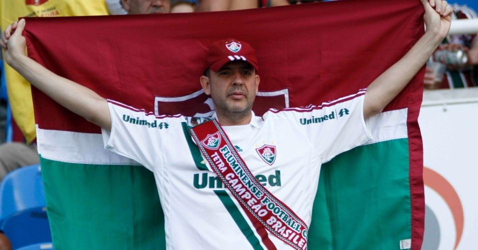 Torcedor comemora o título Brasileiro antes mesmo da partida entre Fluminense e Cruzeiro