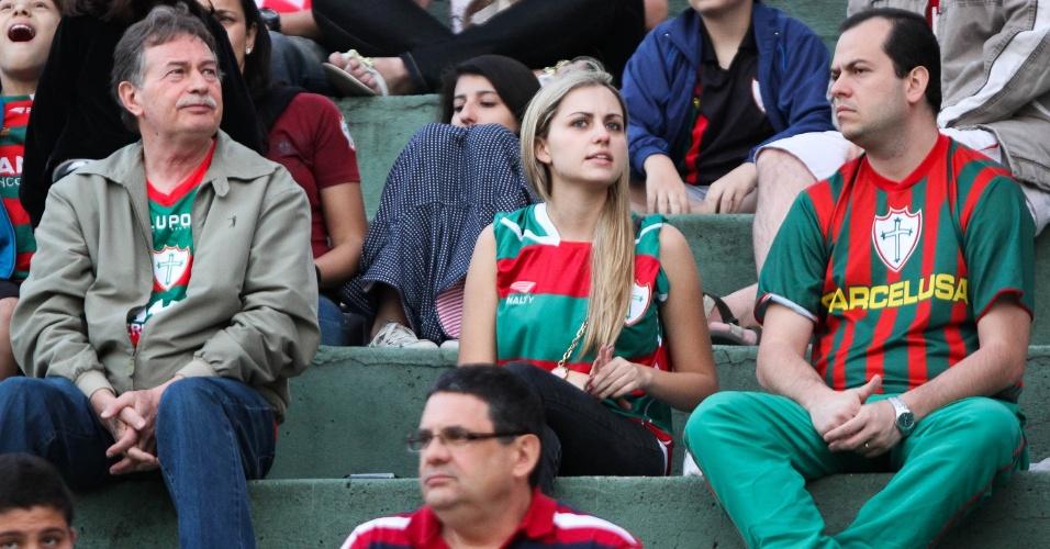 Torcedores da Portuguesa acompanham o jogo contra o Grêmio, no Canindé