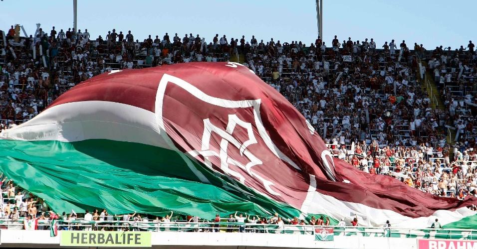 Torcedores do Fluminense fazem festa antes do jogo contra o Cruzeiro, no Engenhão
