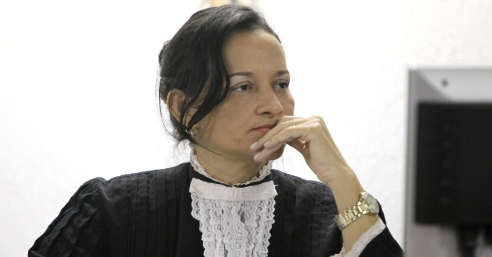 19.nov.2012 - A juíza Marixa Fabiane Lopes Rodrigues escuta os argumentos dos advogados na sala de audiência do Fórum Doutor Pedro Aleixo, em Contagem (MG), durante o julgamento do goleiro Bruno e de mais quatro réus pelo desaparecimento e morte de Eliza Samudio