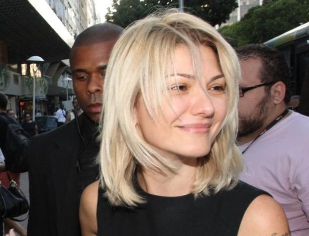 A atriz Antonia Fontenelle, viúva do ator e diretor Marcos Paulo, chega para a missa de sétimo dia do marido (19/11/12)