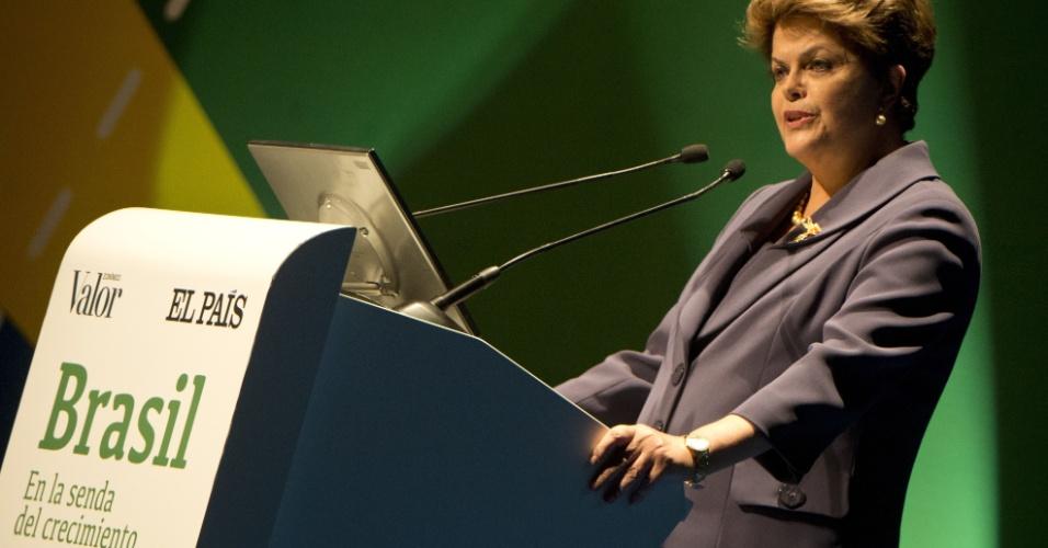 A presidente Dilma Rousseff discurso sobre políticas econômicas durante conferência realizada no teatro Real, em Madri, na Espanha
