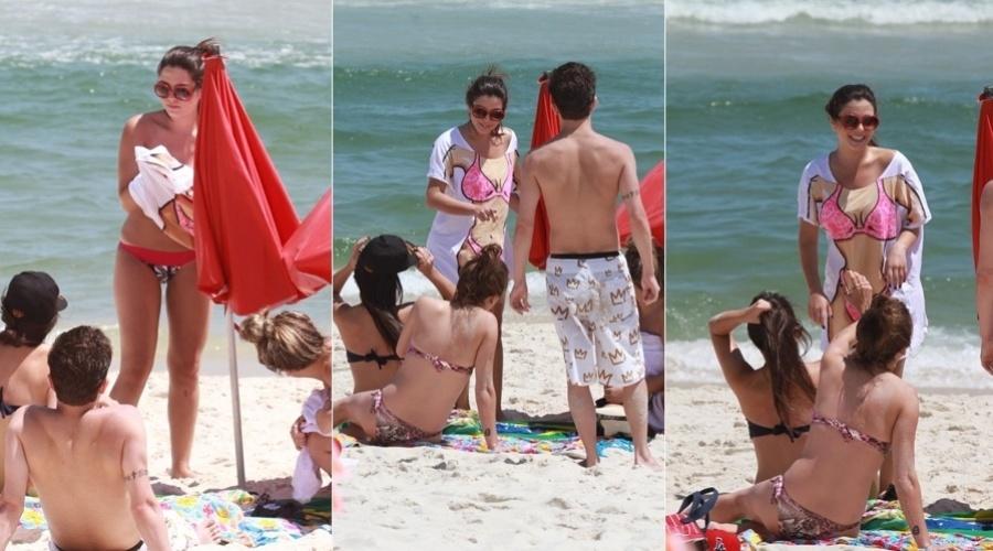 Giovanna Lancellotti aproveitou a segunda-feira para ir à praia acompanhada de alguns amigos (19/11/12). A atriz está longe da televisão desde