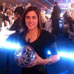 Verónica Boquete recebe prêmio de melhor jogadora do Campeonato Sueco de futebol feminino