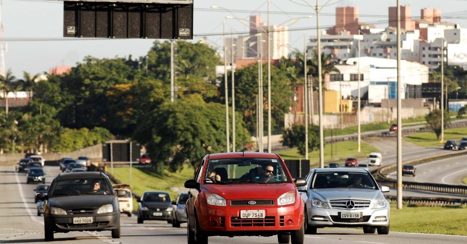 20.nov.2012 - A rodovia Anchieta em São Paulo, sentido litoral, apresenta com trânsito tranquilo até o momento