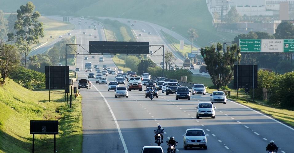 20.nov.2012 - Tráfego tranquilo na rodovia dos Imigrantes, em São Paulo - sentido litoral- no km 18