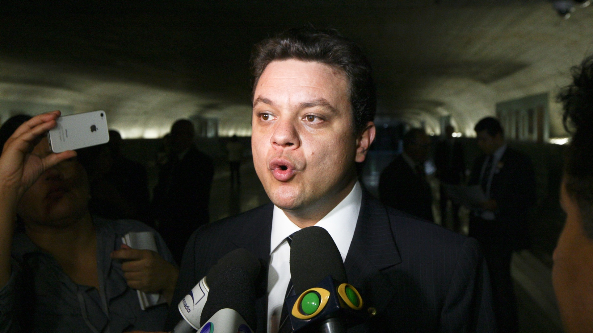 Relator da CPI (Comisso Parlamentar de Inqurito) do Cachoeira, o deputado Odair Cunha (PT-MG) disse que j apresentou seu relatrio  comisso e que o documento deve ser lido na reunio desta quarta-feira (21)