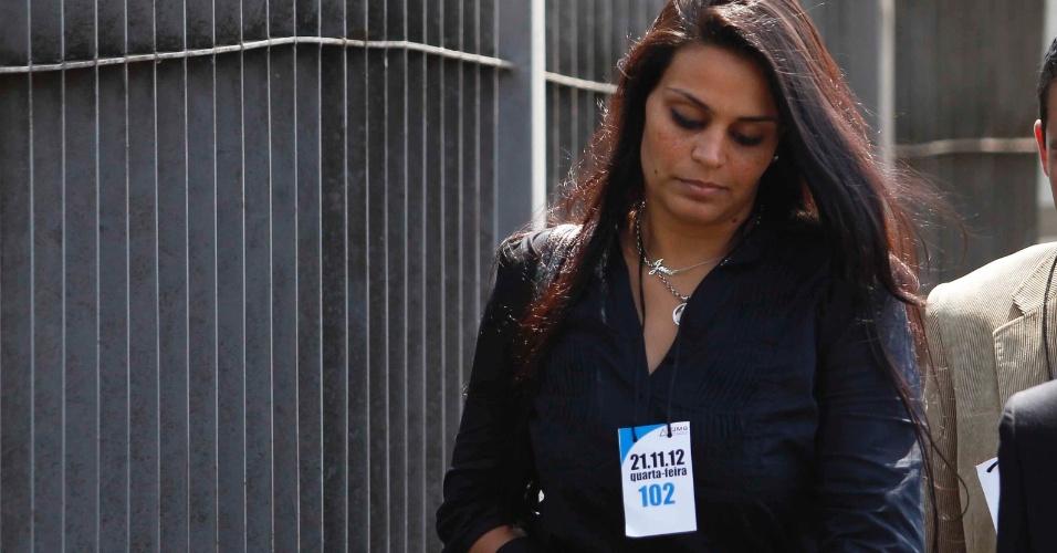 21.nov.2012 - A atual namorada do goleiro Bruno, Ingrid Oliveira, deixa o fórum Pedro Aleixo, em Contagem (MG)