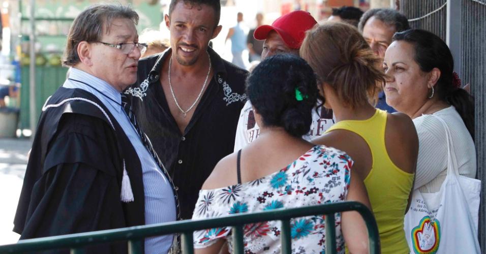 21.nov.2012 - José Arteiro Cavalcante Lima, assistente da Promotoria no julgamento do caso Eliza Samudio, afirmou nesta quatrta-feira (21) que foi feito um acordo entre os advogados de acusação e Luiz Henrique Romão, o Macarrão, ex-braço direito do ex-goleiro Bruno Fernandes, para que ele confesse que sequestrou e matou a então amante de Bruno
