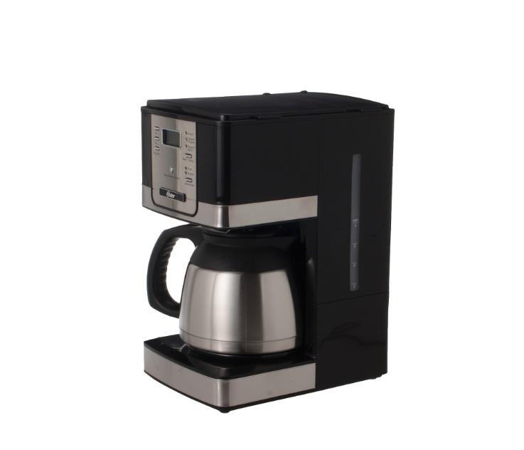 A cafeteira elétrica Oster tem capacidade para até 24 xícaras de café e permite a programação do preparo automático. Por R$ 249,90 na Etna (www.etna.com.br) I Preços pesquisados em novembro de 2012 e sujeitos a alterações