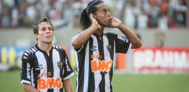 Bernard (e) diz ter aprendido bastante com Ronaldinho Gaúcho durante Brasileirão
