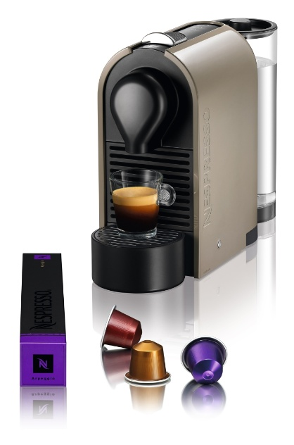 Da Nespresso (SAC 0800 7777 737), a máquina de café U funciona com o uso de cápsulas da própria marca. O preparo da bebida pode ser feito em três tamanhos pré-programados Ristretto, Espresso e Lungo. O produto é vendido por R$ 495 I Preços pesquisados em novembro de 2012 e sujeitos a alterações